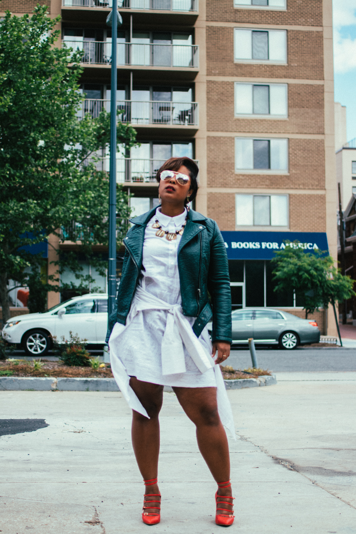 top dc blogger comme coco j jill linen red dress curvy blogger green moto jacket pixie cut spring style 43 - Green Moto and White Linen